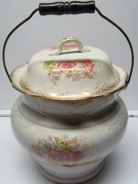 China pot with lid