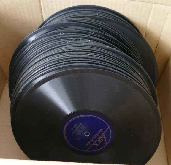 Lot of 43 78 RPM records for Victrola