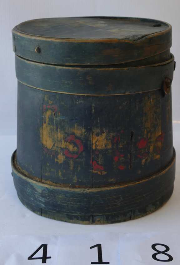 Small Wooden Keg with Lid