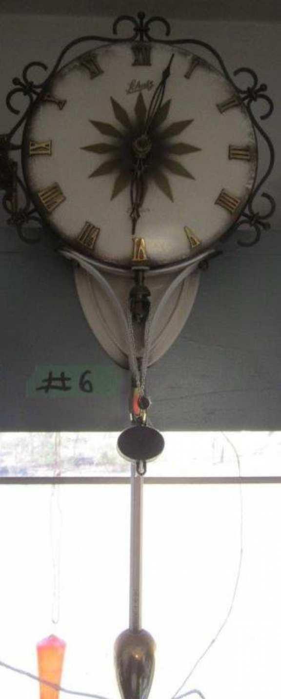 Swinger clock