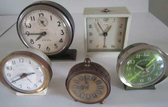 5 assorted alarm clocks