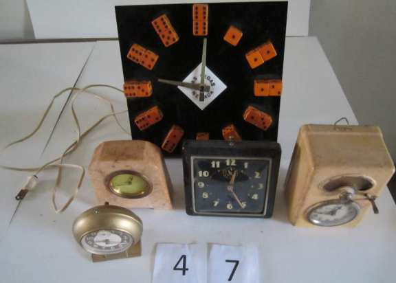 5 assorted clocks