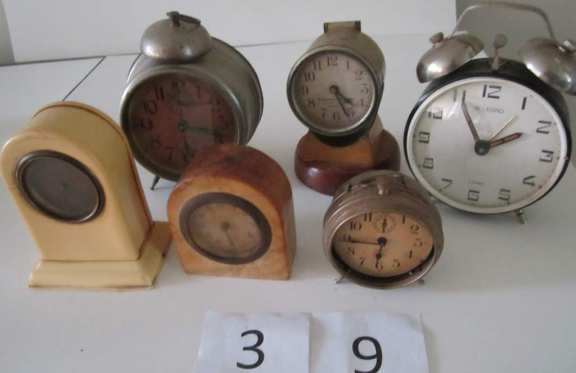 6 assorted clocks