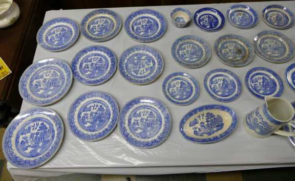 Vintage Blue Willow Pattern Dishes